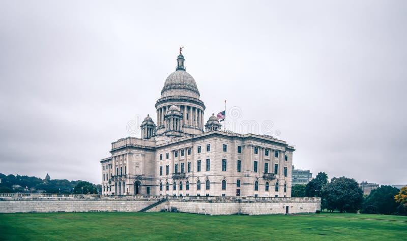 Rhode Island Staats-Kapitolgebäude am bewölkten Tag stockfotos