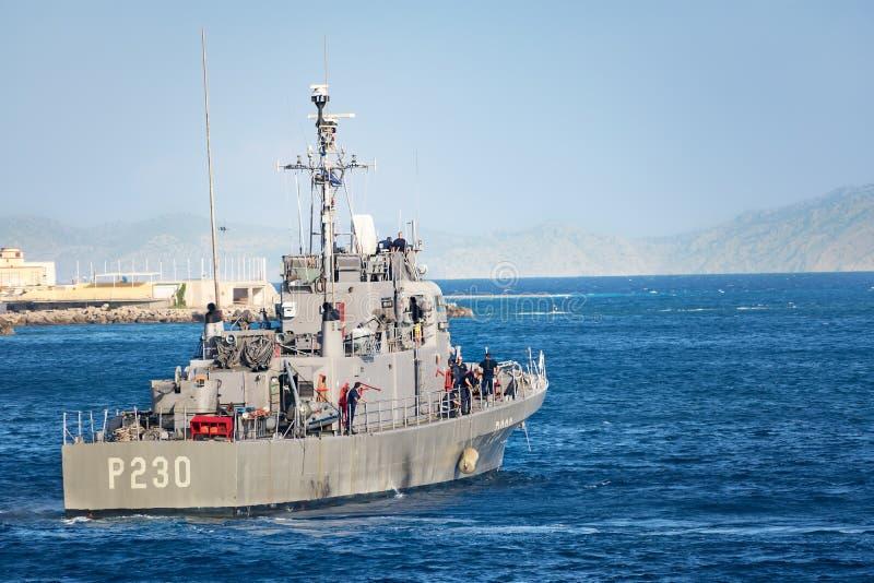 """RHODES GREKLAND †""""SEPTEMBER 21 2017: Asheville-grupp för kanonbåtet P230 för †för HS Ormi """"överförde grekiska tidigare kanonb royaltyfri foto"""