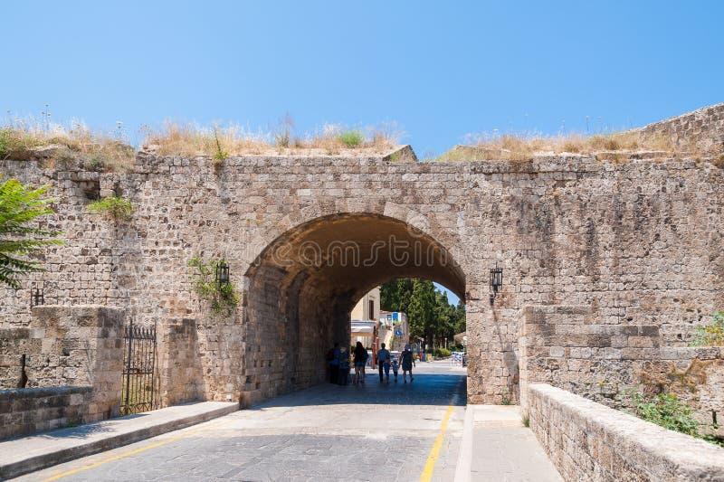 Rhodes Grekland Maj 30, 2018 Medeltida stadsvägg i Rhodes, gammal stad, ö av Rhodes, Grekland, Europa arkivbilder