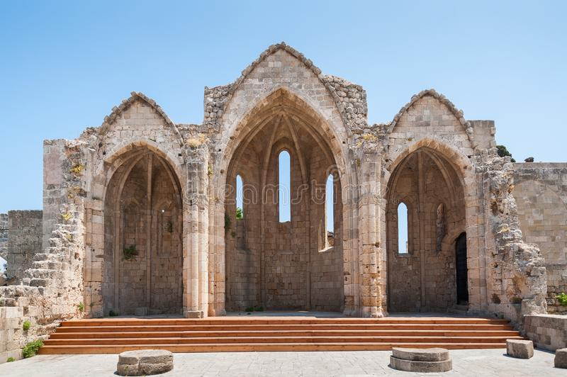 Rhodes Grekland Maj 30, 2018 Rest av kyrkan av oskulden av burghen Rhodes gammal stad, ö av Rhodes, Grekland, Europa royaltyfri fotografi
