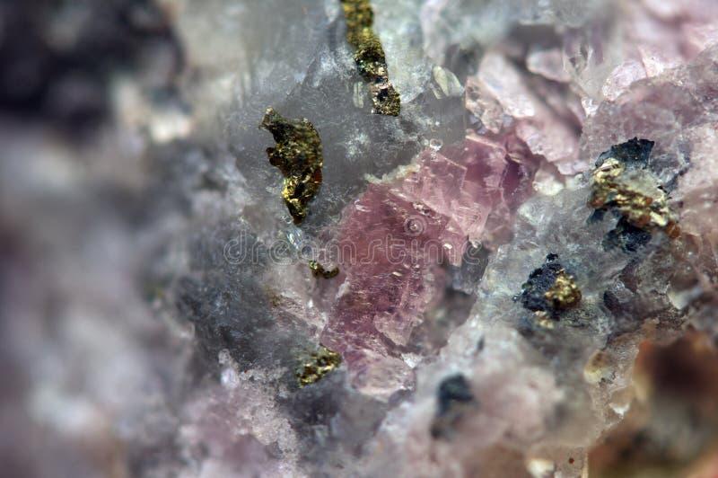 Rhodochrosite MnCO3 com macro da pirite de ferro FeS2 foto de stock