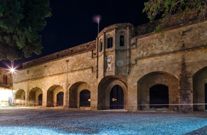Rhodos - das mittelalterliche Gebäude des Krankenhauses die Ritter Zur Zeit archäologische Museumsnacht stockbilder
