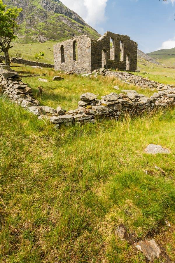 Rhosydd rujnował kaplicę, Cwmorthin fotografia stock