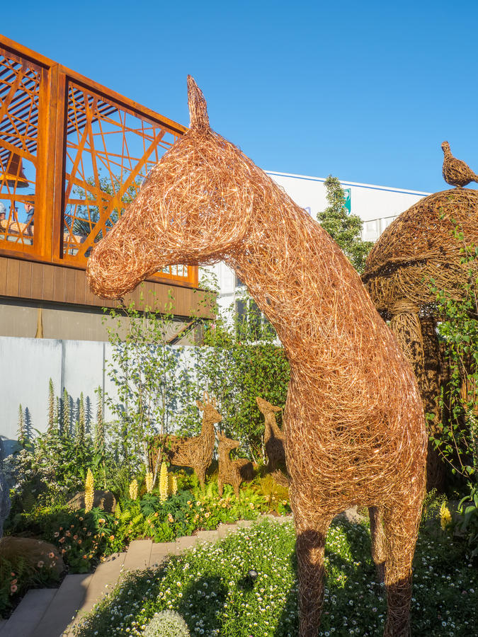 RHS Chelsea Flower Show 2017. Emma Stothard display with life-sized sculptures of animals and birds made of willow and bronze wire stock photos