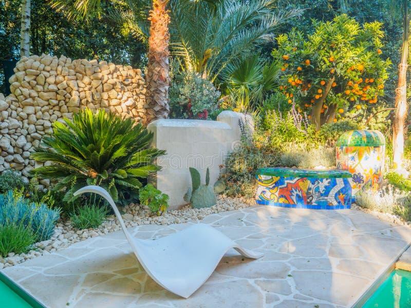 RHS Chelsea Flower Show 2017 Viking Cruises Garden é inspirado pelo trabalho de Antoni Gaudà e o movimento de artes modernas imagem de stock royalty free