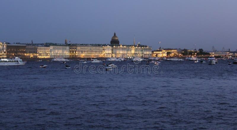 Rhythmischer Hintergrundbeleuchtung Palast-Damm lizenzfreie stockfotografie