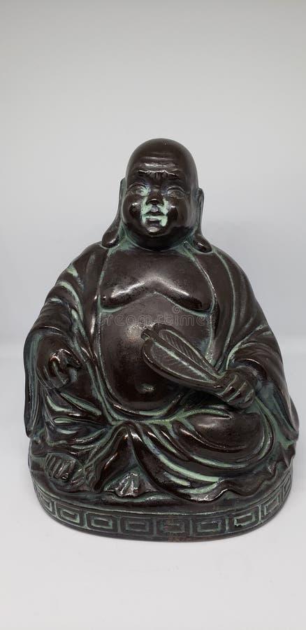 riéndose de fondo blanco de la estatua del Buda imagen de archivo libre de regalías