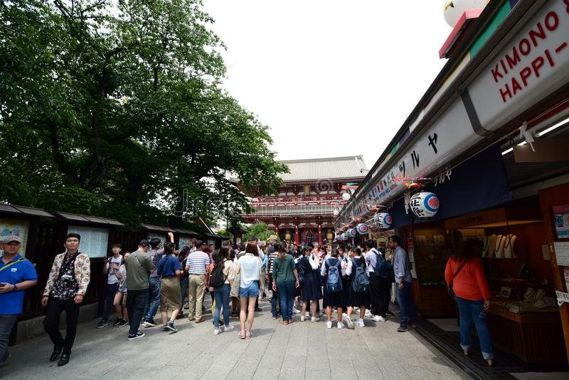 Ri de  de Nakamise-dÅ, la rue à l'approche au temple de Sensoji Asakusa Tokyo japan photos stock