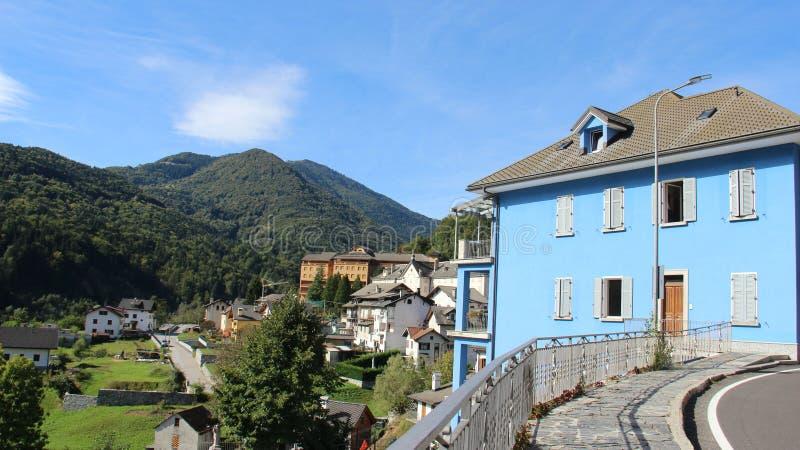 Ri villaggio e Mountain View fotografia stock