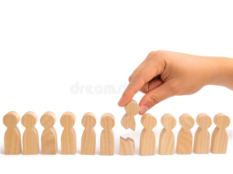 Riabilitazione ed assistenza uguaglianza La mano collega insieme le due parti della persona Una serie di loro figure di peop immagine stock