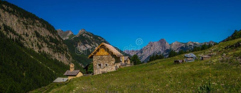 Riaille ceillac quyras in Hautes-Alpes in Frankrijk stock afbeelding