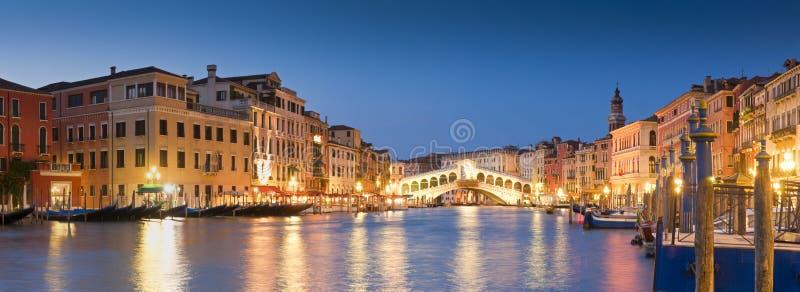 Rialto överbryggar, Venedig royaltyfria bilder