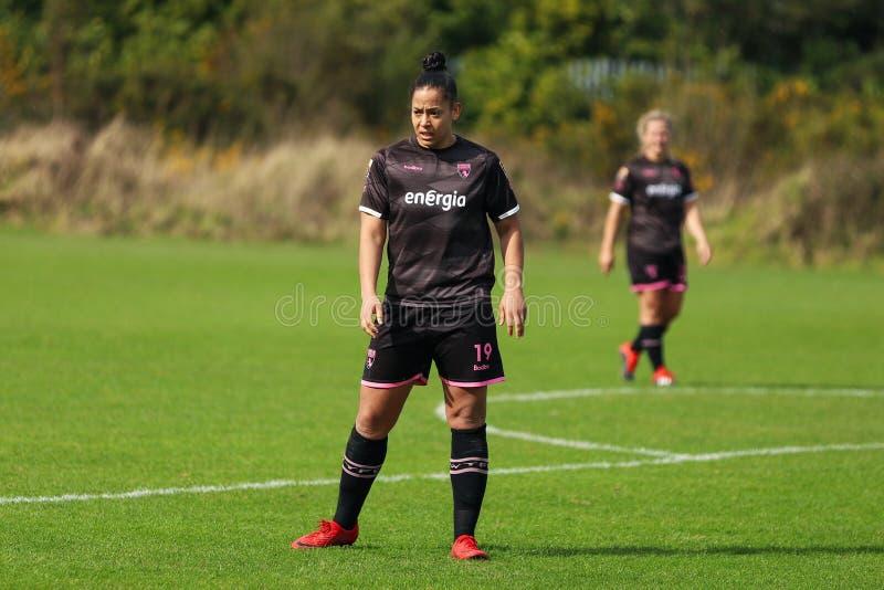 Rianna Jarrett pendant le match de ligue national des femmes entre les femmes de Cork City FC et le Wexford Youths images stock
