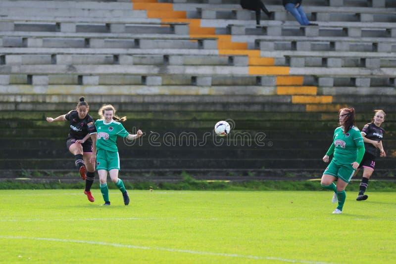 Rianna Jarrett pendant le match de ligue national des femmes entre les femmes de Cork City FC et le Wexford Youths images libres de droits