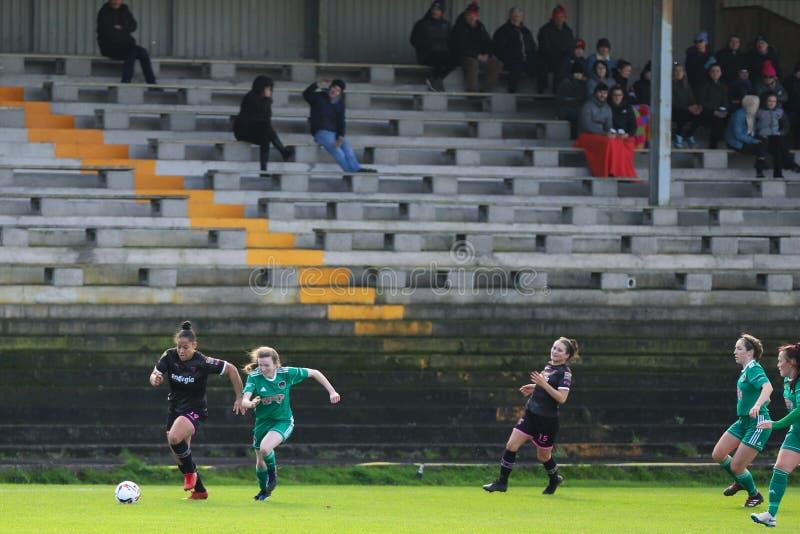 Rianna Jarrett pendant le match de ligue national des femmes entre les femmes de Cork City FC et le Wexford Youths image stock