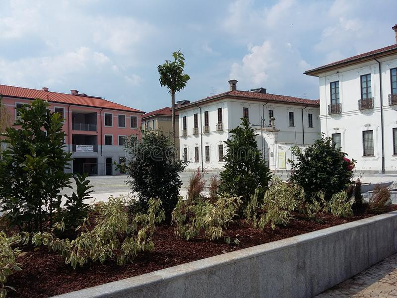 Riapertura di Busto Arsizio Italia del quadrato di Vittorio Emanuele II al traffico immagini stock
