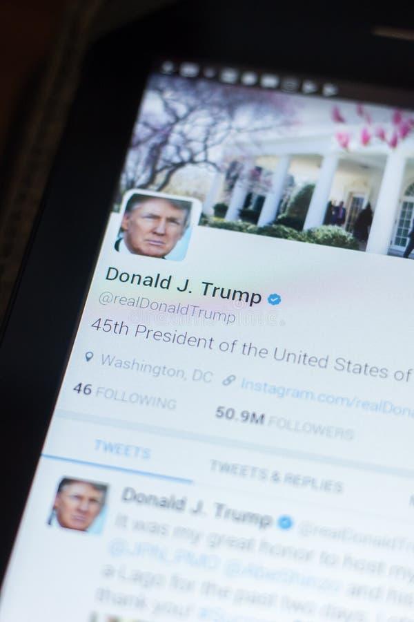 Riazan, Russie - 19 avril 2018 - Donald Trump, compte de Twitter de président des Etats-Unis sur l'affichage de la tablette images libres de droits