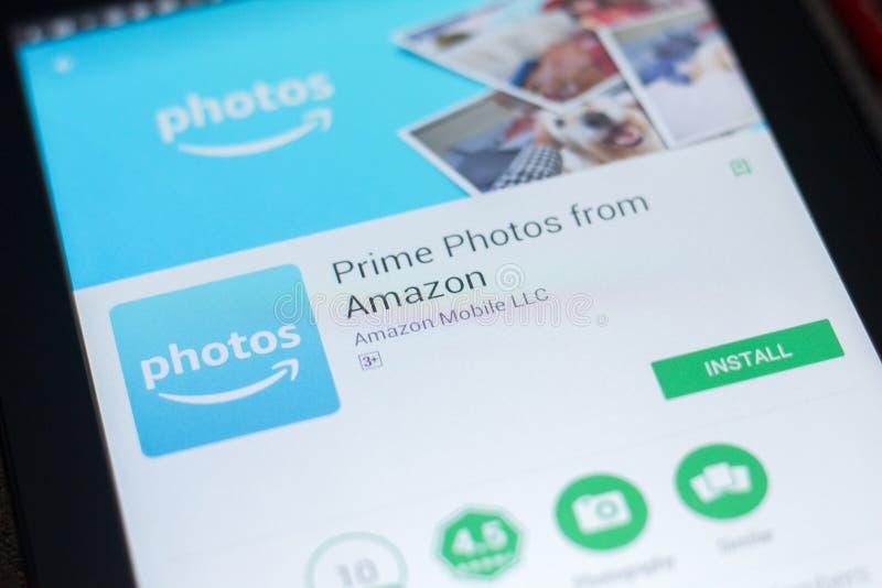 Riazan, Russie - 19 avril 2018 - photos principales d'Amazone APP mobile sur l'affichage de la tablette image libre de droits