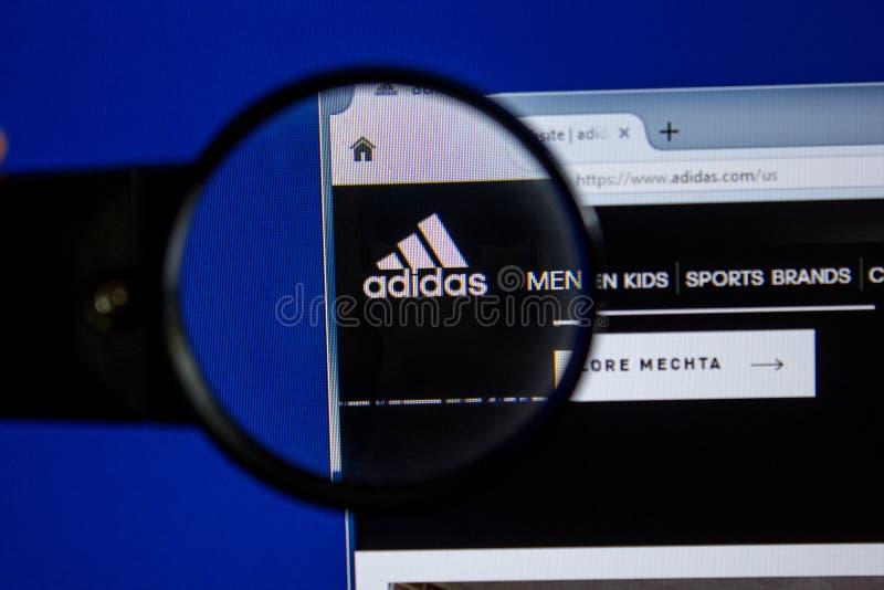 Riazan, Russie - 11 juillet 2018 : Adidas site Web de COM sur l'affichage du PC photos libres de droits
