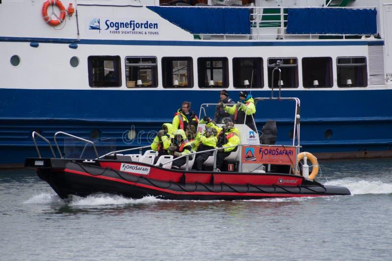 Rib fartyget med turister, Flam, Norge fotografering för bildbyråer