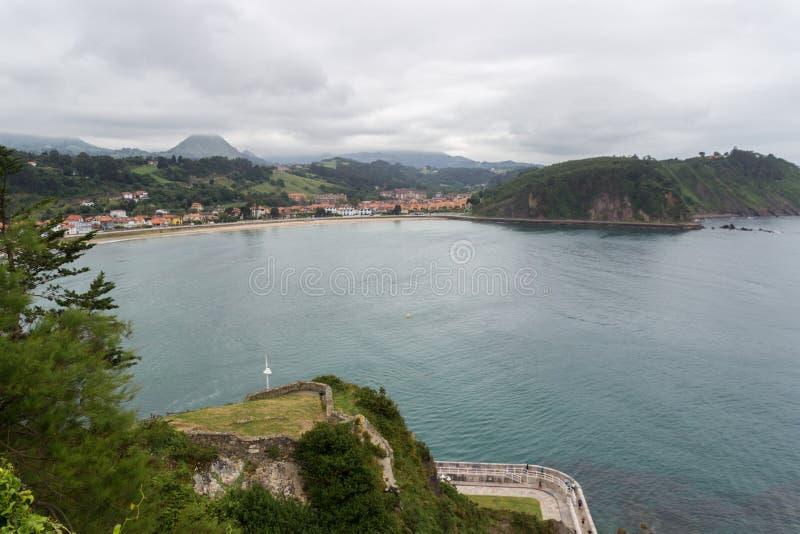 Ribadesella en härlig stad i kostnaden av Asturias fotografering för bildbyråer