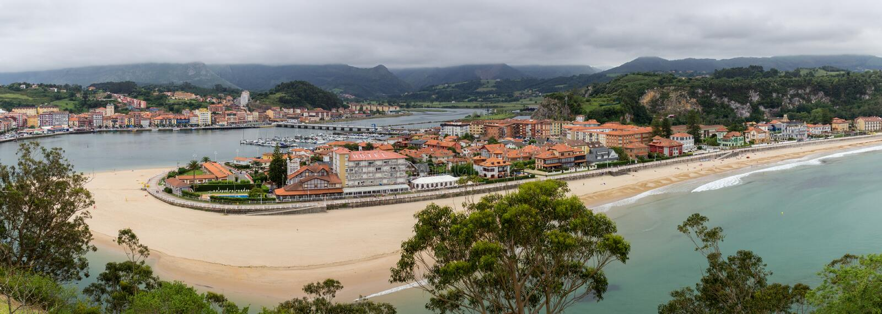 Ribadesella, piękny miasteczko w koszcie Asturias zdjęcie royalty free