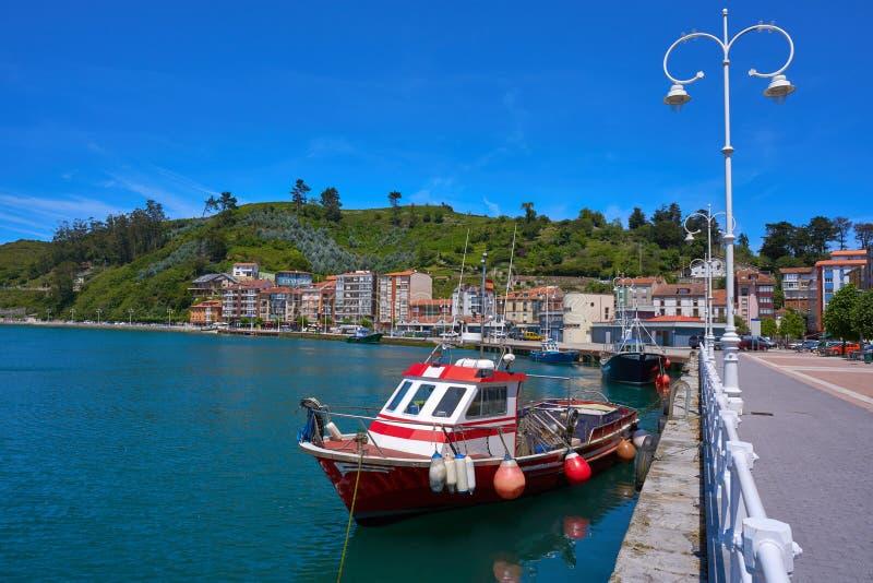 Ribadesella portu fisherboat w Asturias Hiszpania zdjęcia royalty free