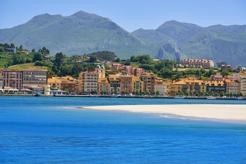 Ribadesella rzeczny Sella w Asturias Hiszpania zdjęcie stock