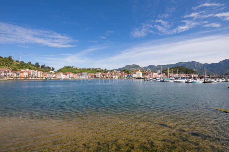 Ribadesella van zeehaven royalty-vrije stock afbeeldingen