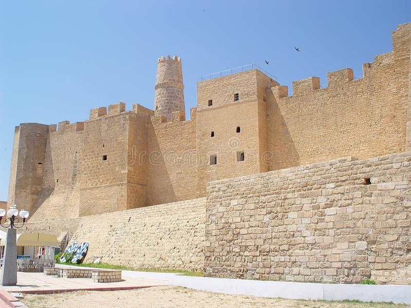 Download Ribat De Piedra De La Fortaleza Con Una Torre En La Ciudad De Monastir Imagen de archivo - Imagen de tradicional, colorido: 100533385