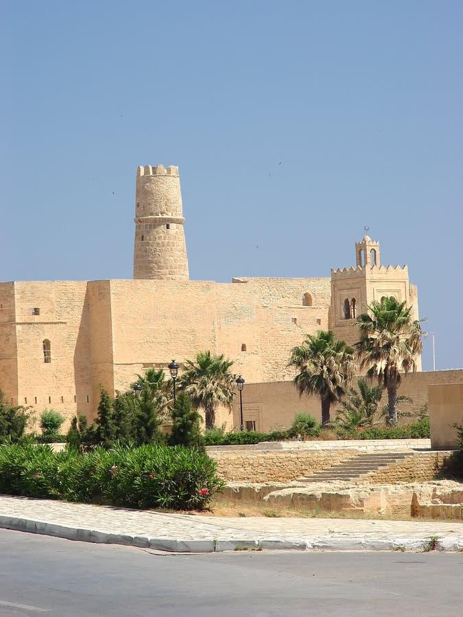 Download Ribat De Piedra De La Fortaleza Con Una Torre Y Una Mezquita En La Ciudad De Foto de archivo - Imagen de áfrica, musulmanes: 100533322