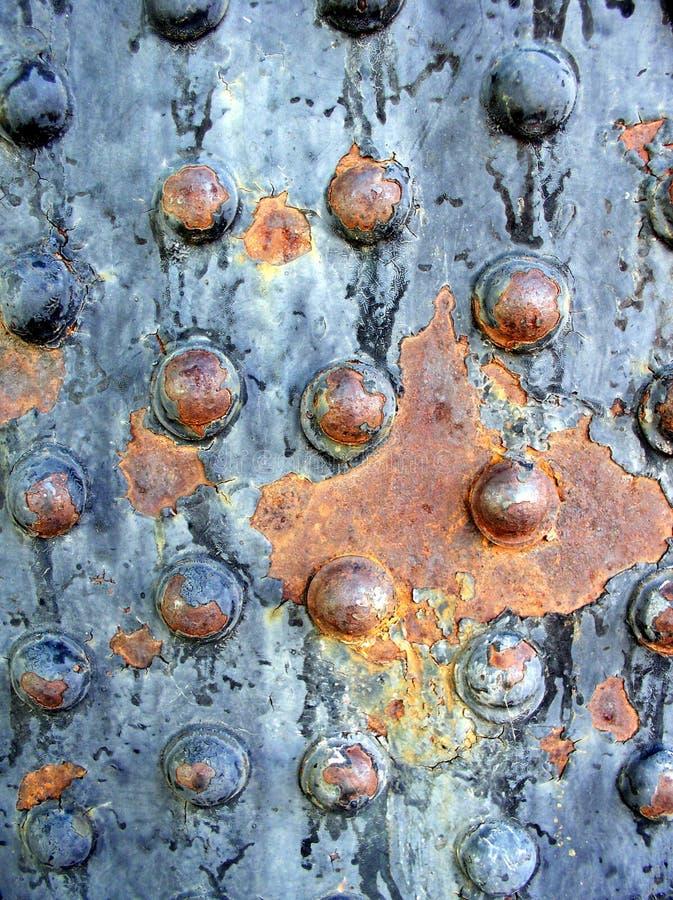 Ribattini arrugginiti del metallo fotografie stock