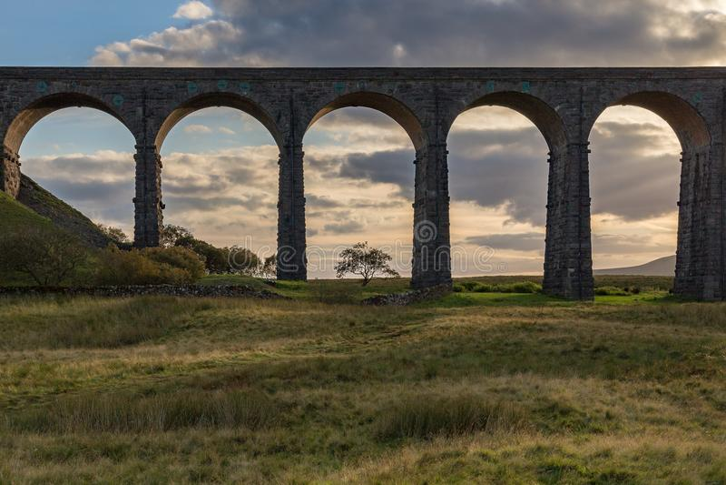 Ribblehead viadukt, North Yorkshire, UK royaltyfria foton