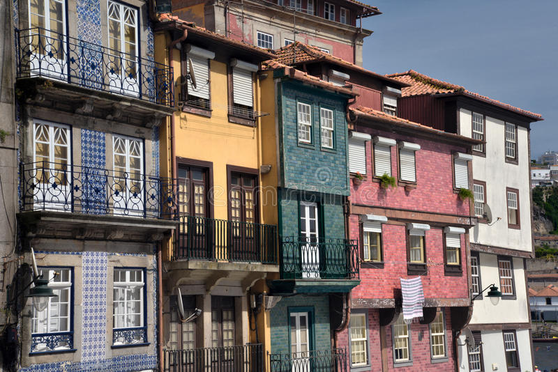 Ribeira地区波尔图,葡萄牙 五颜六色的传统建筑 库存照片