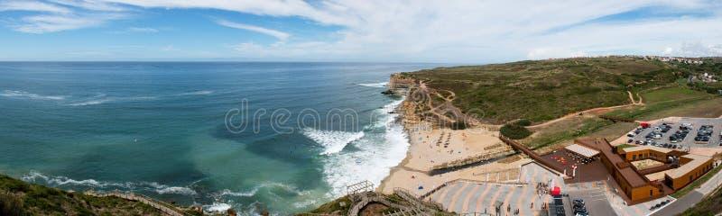 Ribeira d ` Ilhas plaża przy Ericeira, Portugalia zdjęcie stock