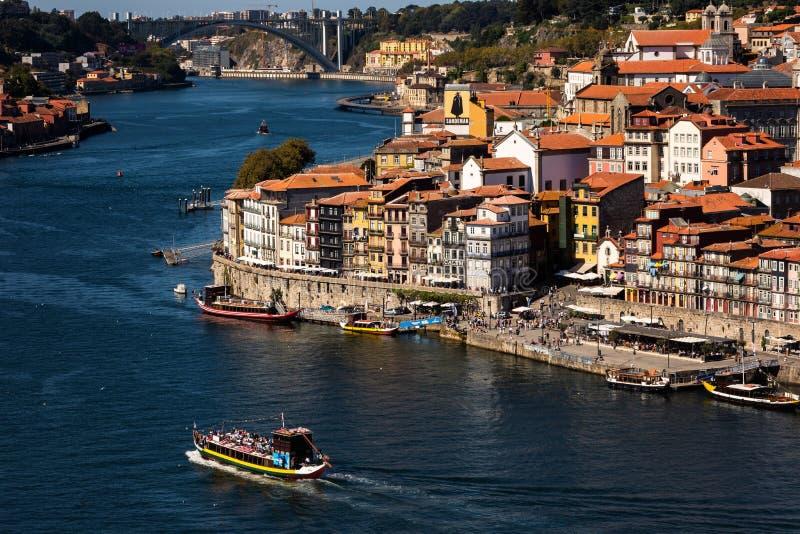 Ribeira font l'aperçu de Porto et c'est des rives photo libre de droits