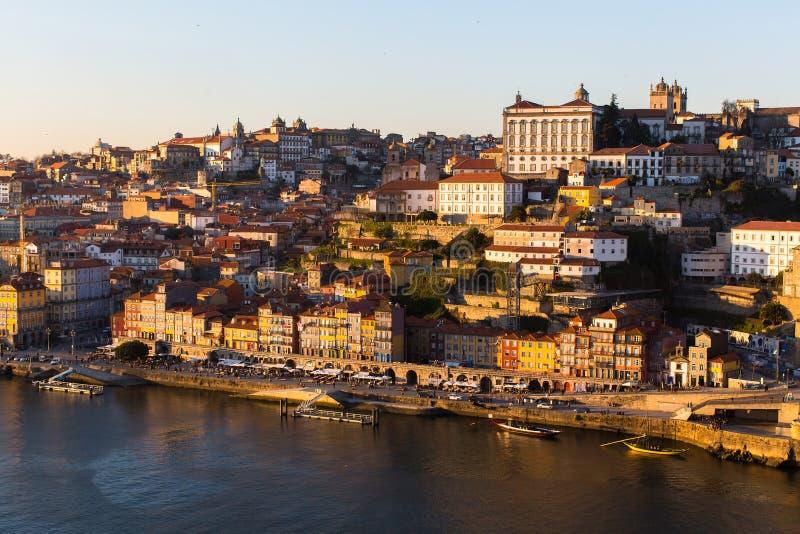 Ribeira i hjärtan av gamla Porto, Douro flod arkivbilder