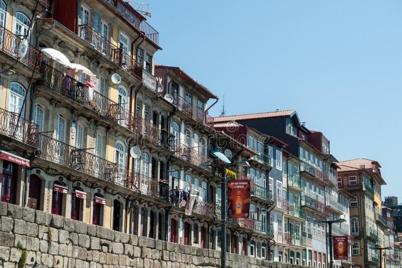 Ribeira kaj i Porto royaltyfria foton