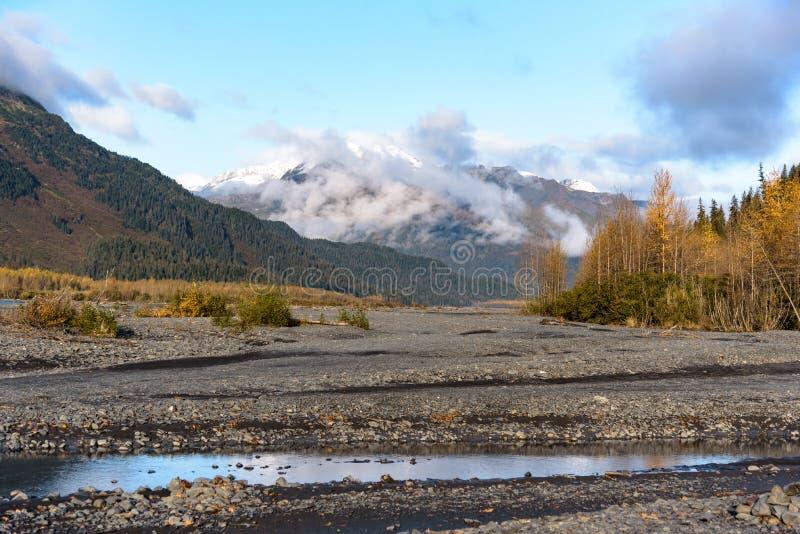 Ribeirinho de Resurreição, Glaciar de Saída, Parque Nacional dos Fjords Kenai, Seward, Alaska, Estados Unidos fotos de stock royalty free