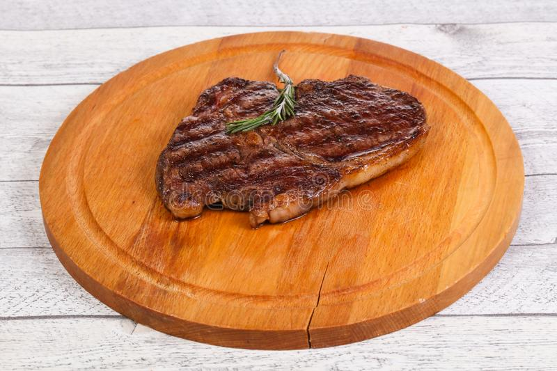Ribeye-Steak mit Rosmarin lizenzfreies stockfoto