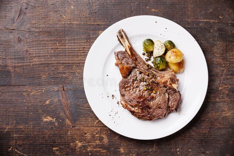Ribeyelapje vlees met groenten royalty-vrije stock fotografie