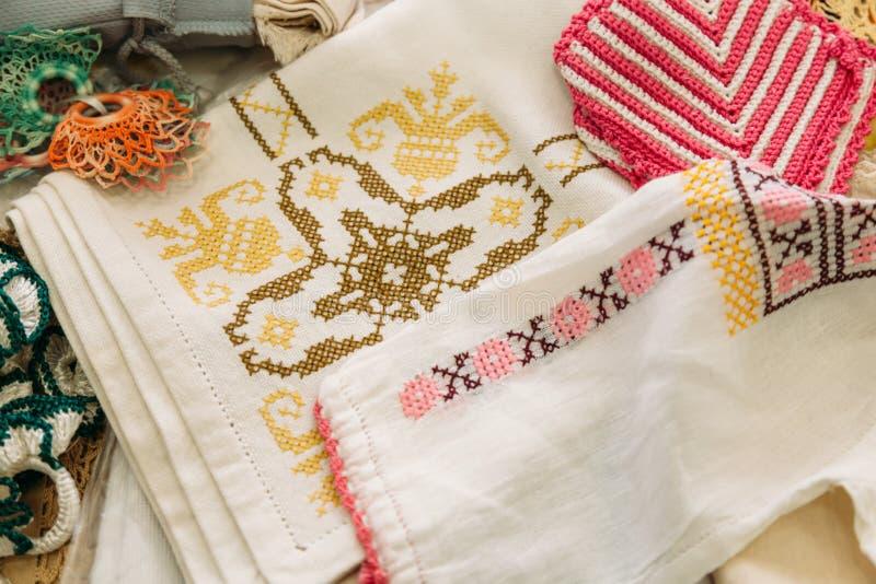 Ricamo ed ornamenti nazionali moldavi immagini stock libere da diritti