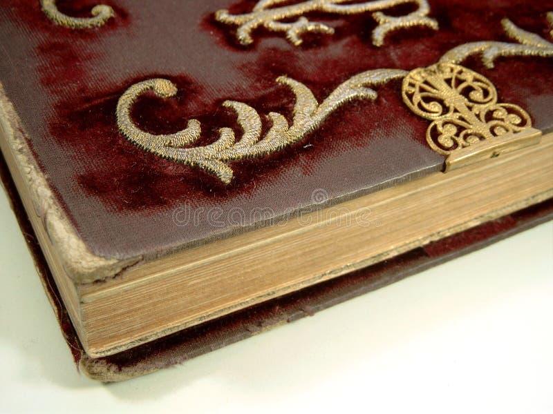 Ricamo sul vecchio libro fotografia stock libera da diritti