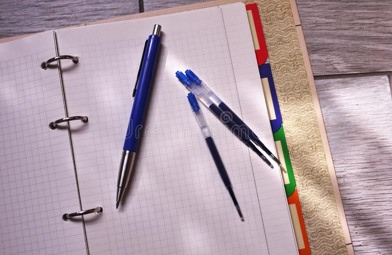 Ricarica della penna del gel che scrive gli accessori Dettagli e primo piano fotografia stock libera da diritti