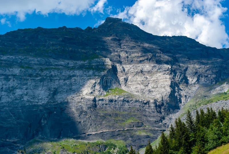 Ricchi della cresta della montagna al contrario fotografie stock