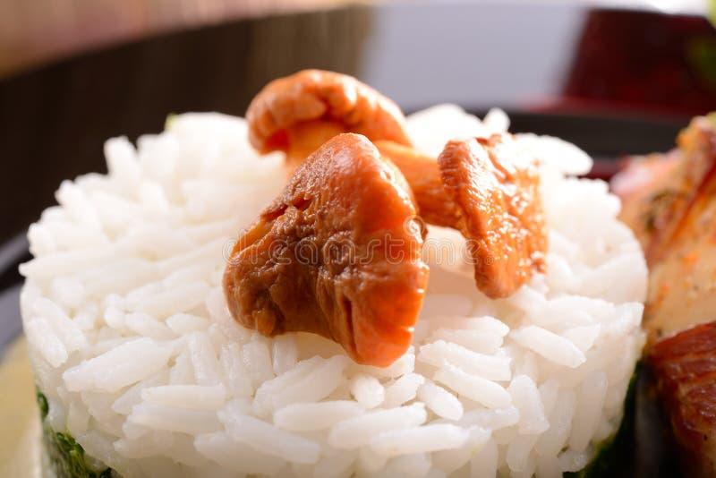 Download Rice Med Spenat Och Kantareller Fotografering för Bildbyråer - Bild av champinjon, hälsa: 27285611