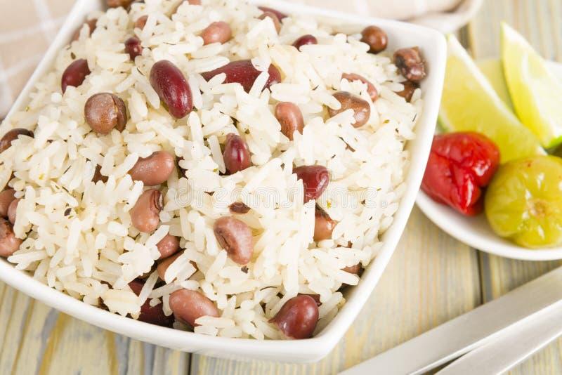 Rice och ärtor royaltyfri bild