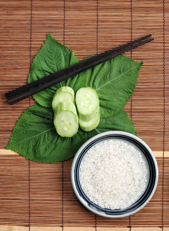 Free Rice On A Green Leaf - Healthy Eating Stock Photo - 933130