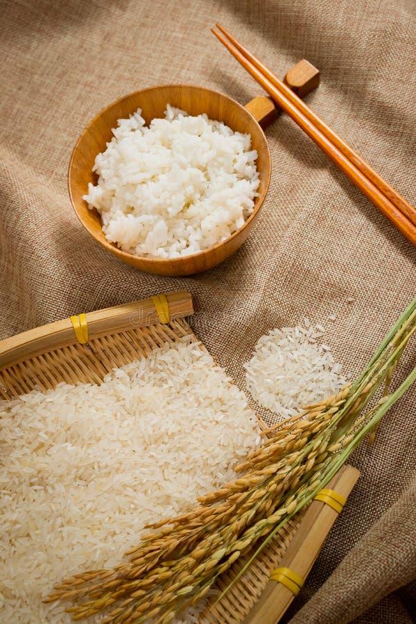 Rice på sackcloth arkivbilder