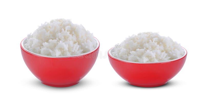 Rice w czerwonym pucharze na bia?ym tle zdjęcia stock